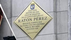 Доска на доме-мущее мышонка Переса ул Ареналь  8 Мадрид