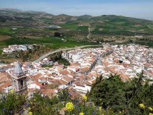 Vistas de pueblo desde castillo Peña de Ardales