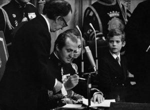 firmando-la-constitucion-del-1978