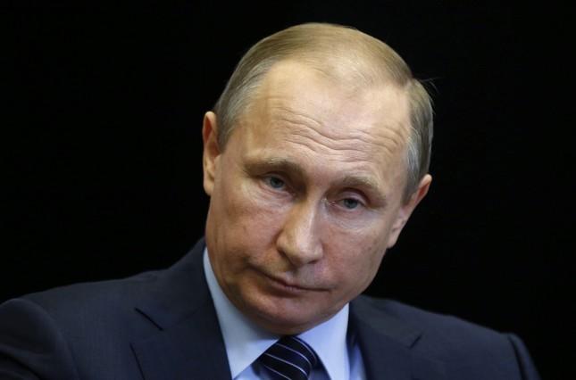 SHP03 SOCHI (RUSIA) 24/11/2015.- El presidente ruso, Vladimir Putin, se reúne con el rey Abdalá II de Jordania en Sochi (Rusia) hoy, 24 de noviembre de 2015. EFE/Maxim Shipenkov / Pool