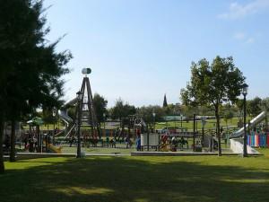 Childrens-play-area-Parque-la-bateria